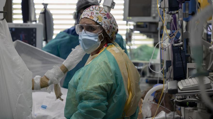 España suma 37.889 nuevos casos y 217 muertes más