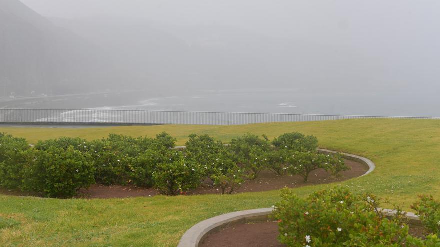 Nubosidad en aumento y lluvias en un viernes con algo de viento en Canarias