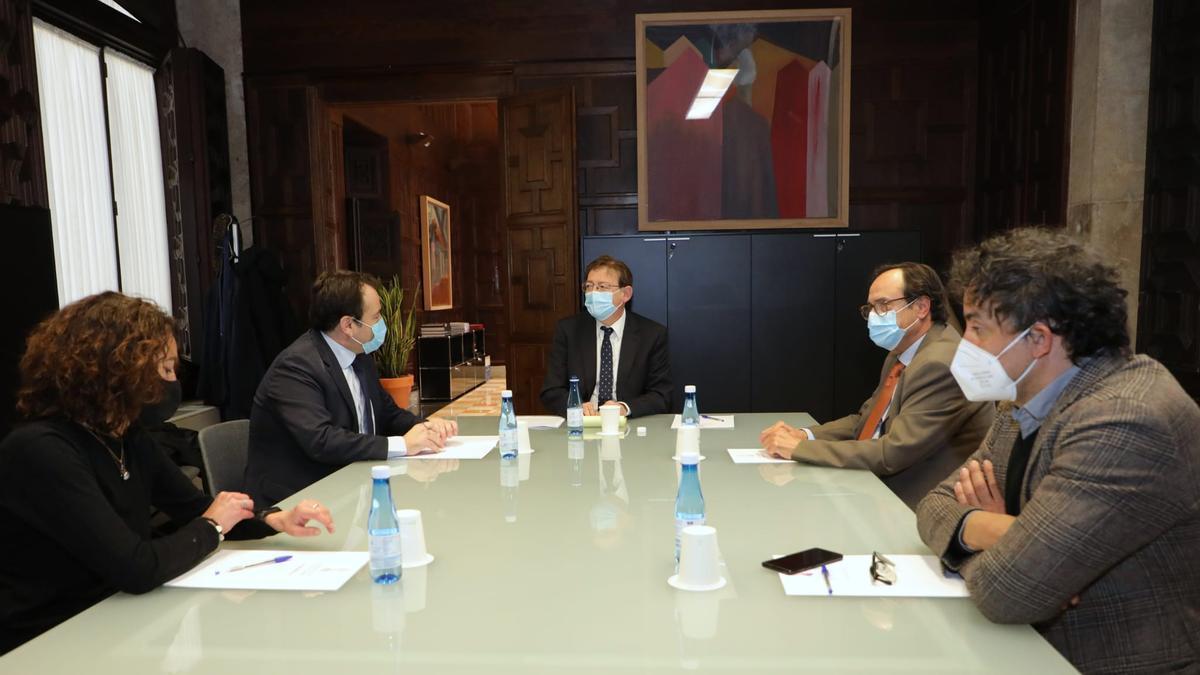 Ximo Puig participa en la reunión celebrada hoy para poner en marcha el plan Resiste.