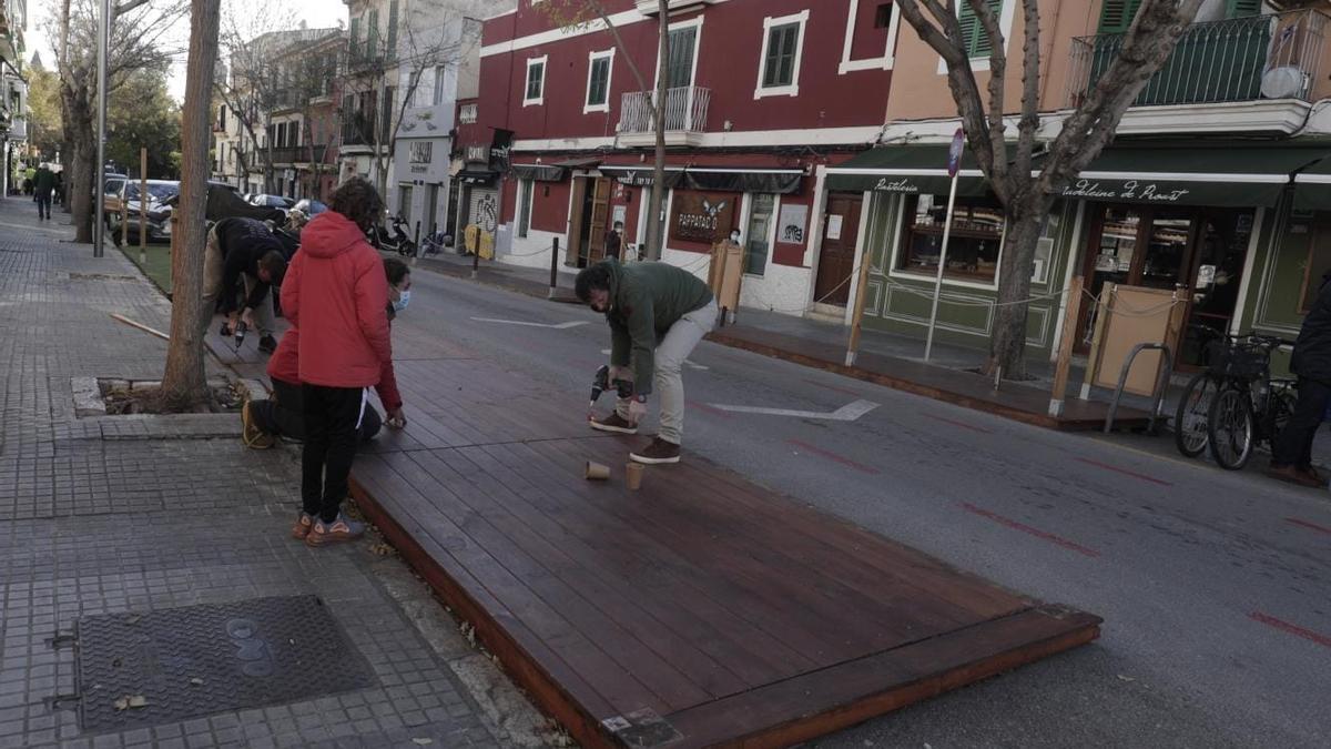 Las terrazas que sigan montadas en la calle se arriesgan a una multa de 600 euros