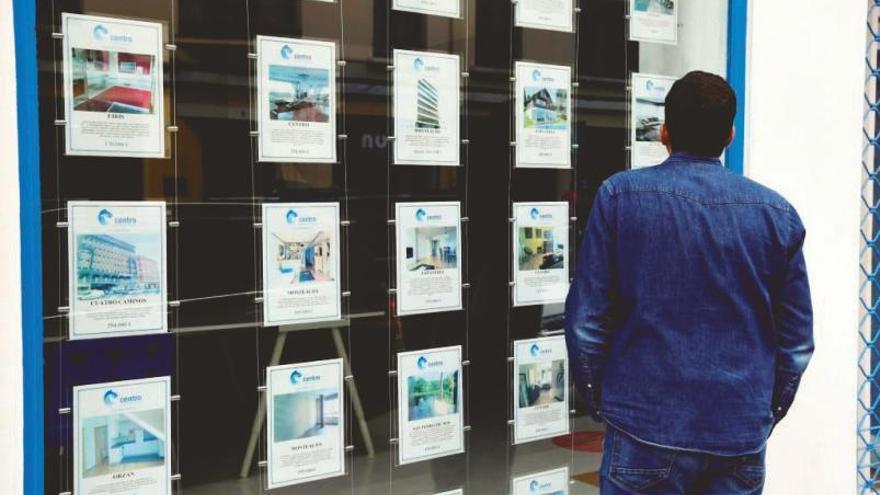 Atasco en el mercado de pisos para estudiantes por el retraso en los trámites y la falta de oferta