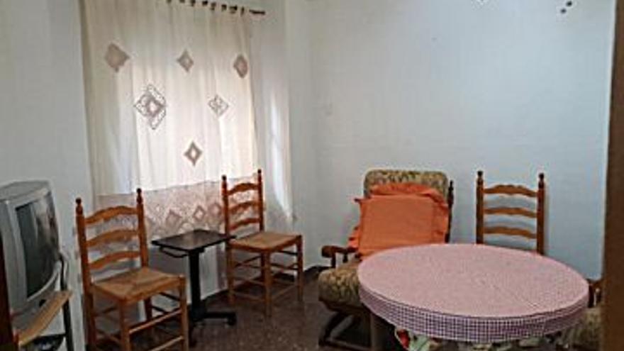 62.000 € Venta de casa en Xàtiva 100 m2, 3 habitaciones, 2 baños, 620 €/m2...