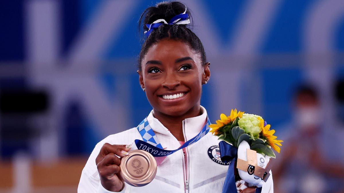 Simone Biles, with the bronze medal obtained in the balance beam.