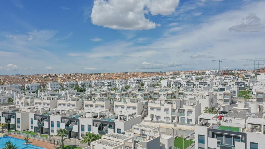 La falta de compradores foráneos prorroga la agonía del sector inmobiliario