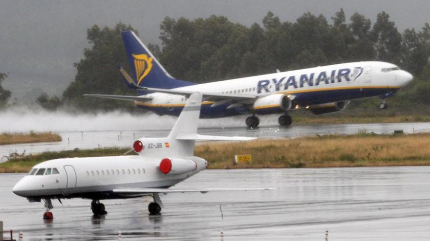 Ryanair se suma al confinamiento de Santiago