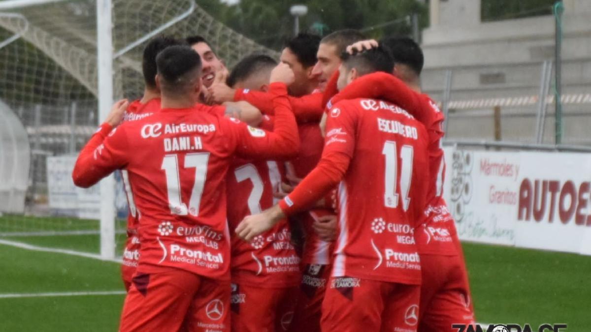 El Zamora CF celebra un gol ante el Unionistas.