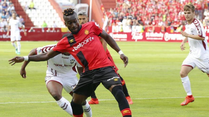 El Mallorca sap resistir  i es jugarà el retorn a Primera amb el Depor