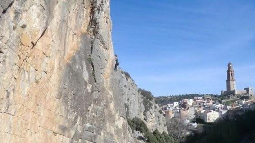 Rescatado un montañero tras caer desde ocho metros en Jérica