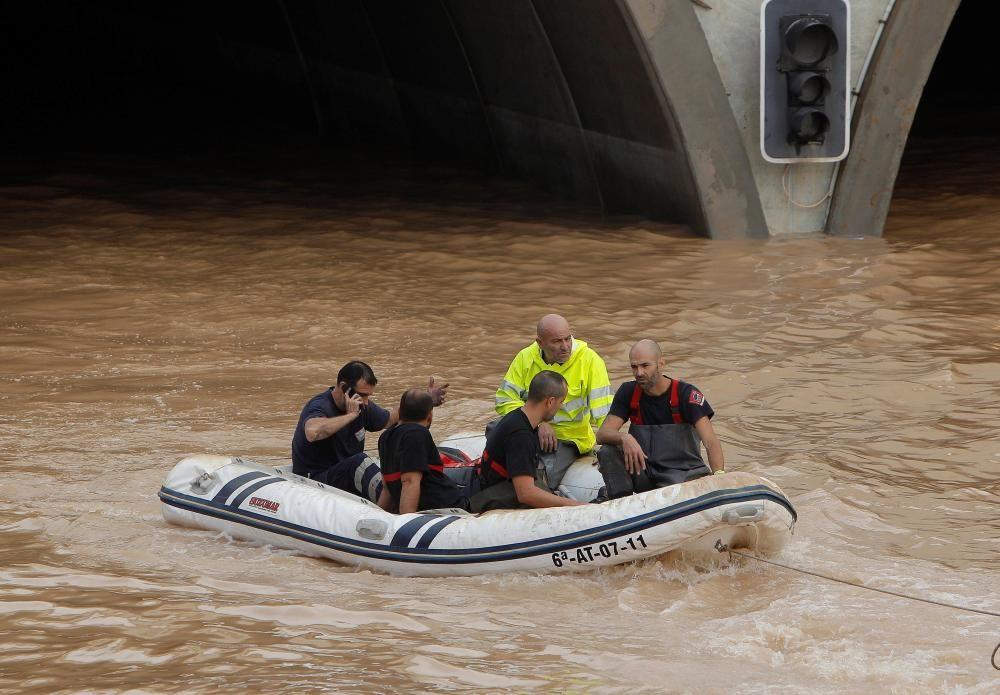Rescatan a cuatro personas atrapadas en el túnel de la AP7 en Pilar de la Horadada