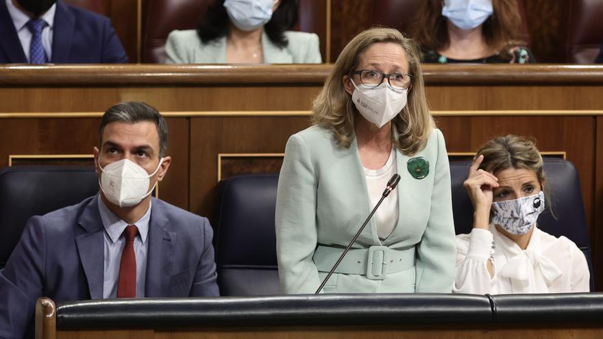 Sánchez coloca a Calviño para controlar la negociación de la reforma laboral
