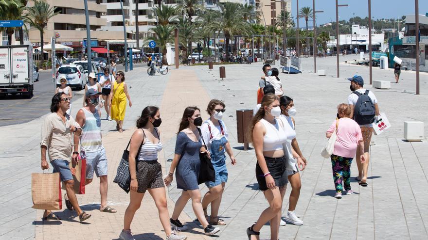 Ibiza y Calvià son las ciudades españolas con el covid más desatado