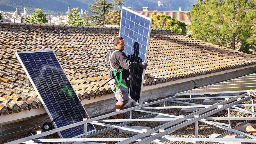 La fabricación de estructuras fotovoltaicas coge impulso en l'Alcoià y El Comtat