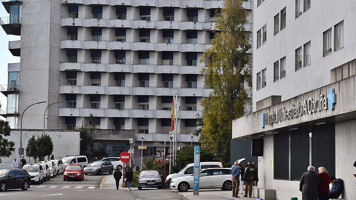 Dos de los edificios que conforman el Complexo Hospitalario Universitario de Galicia.    // VÍCTOR ECHAVE