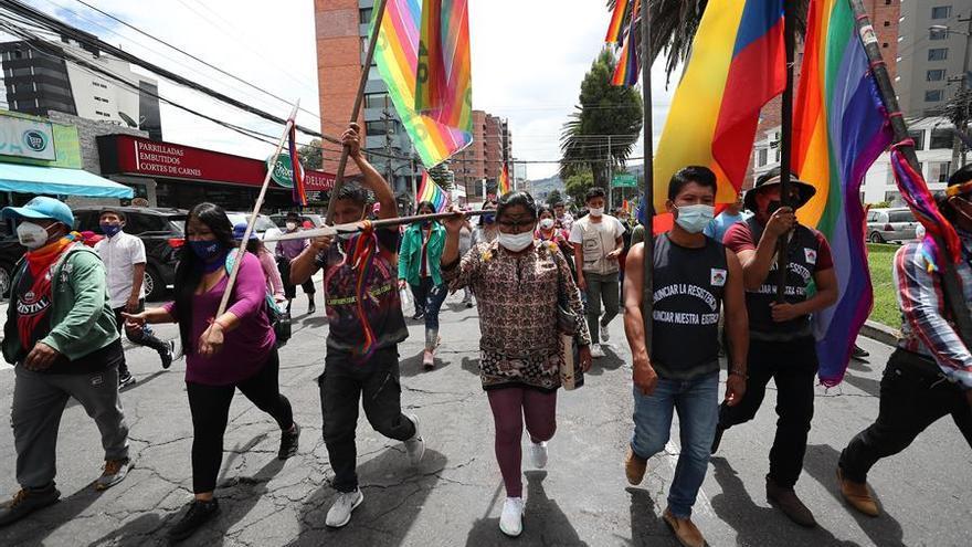 La policía dispersa una manifestación indígena en Quito ante el Consejo Electoral