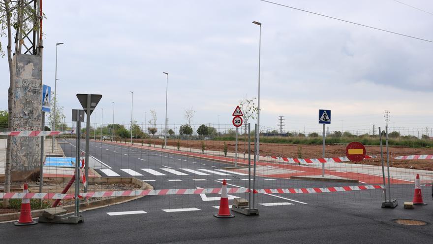 Una línea de media tensión frena la apertura del vial Carcagente de Castelló