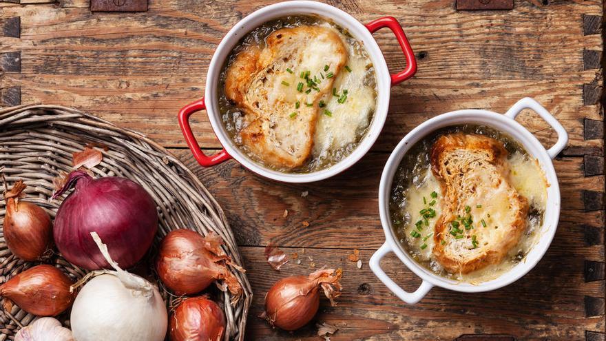 La sopa de cebolla destaca por su facilidad de elaboración.