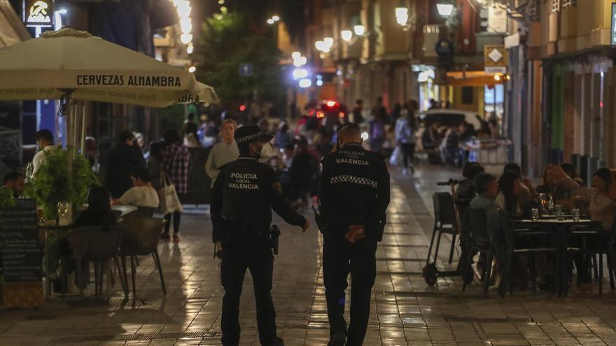 Segundo día de despliegue policial en Benimaclet para combatir el botellón