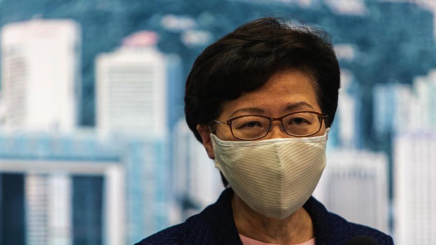Hong Kong pospone sus legislativas por la COVID-19 entre protestas opositoras
