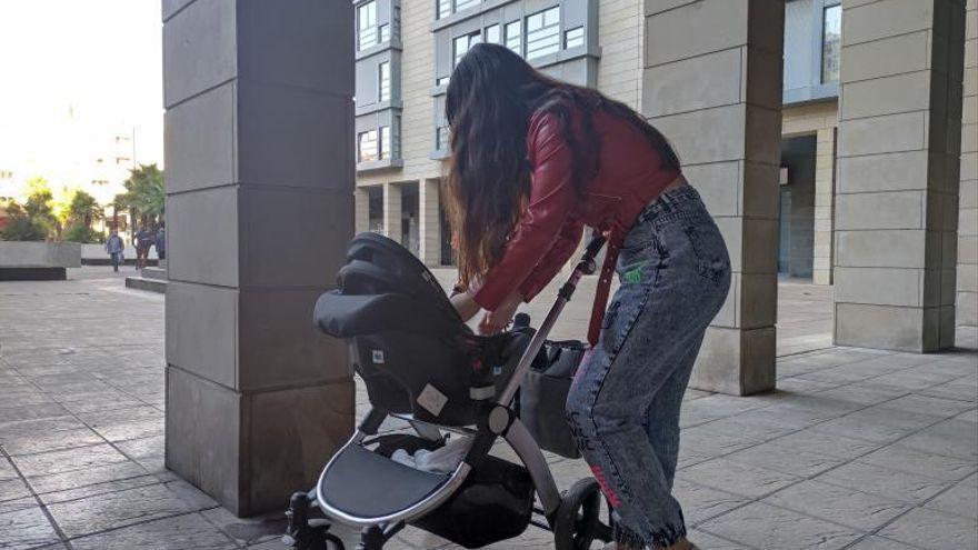 """Una joven de Zaragoza: """"Salí del círculo de mi maltratador y ahora tengo miedo de perder a mi hijo"""""""