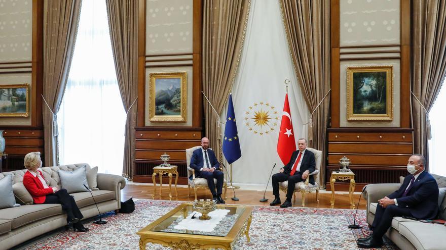 Bruselas critica el trato que recibió Von der Leyen en Turquía