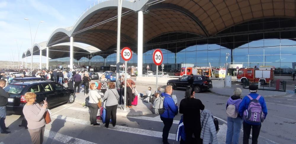 Cientos de usuarios han sido desalojados de la terminal