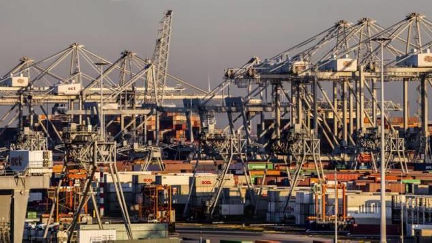 Las compañías asiáticas toman el control de los grandes puertos europeos
