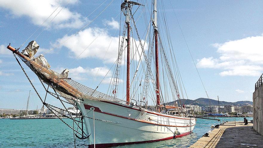 El 'Cala Millor' pone rumbo a Astilleros de Mallorca, donde fue construido en 1946