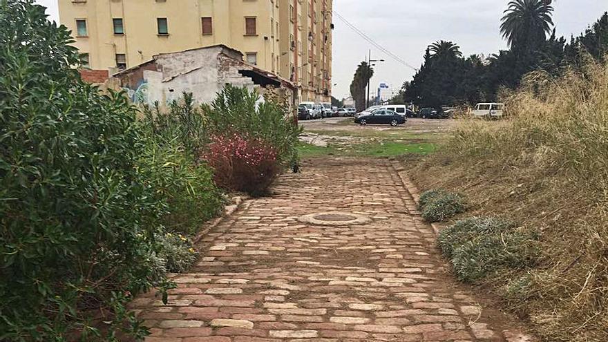 Desentierran el adoquinado de la antigua calle Juan Bautista Brau