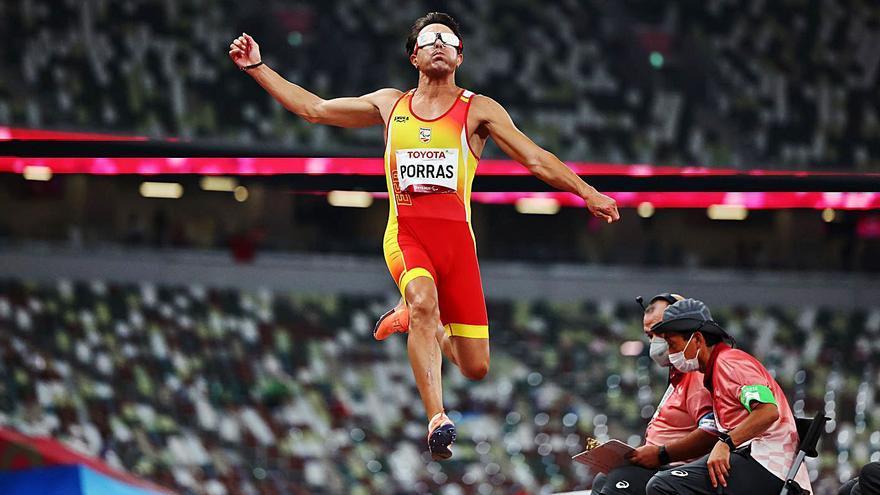 Xavi Porras acaba 5è a la final de salt de llargada