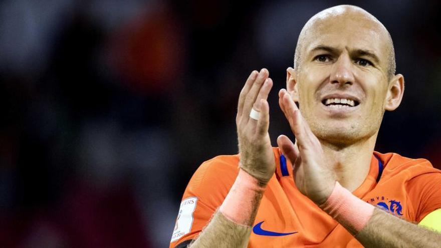 Robben anuncia su retirada de la selección holandesa
