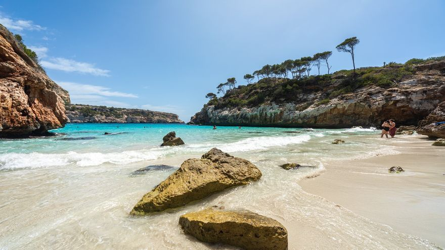 Críticas a la Oficina de Turismo de Santanyí por promocionar el Caló des Moro como una playa paradisíaca