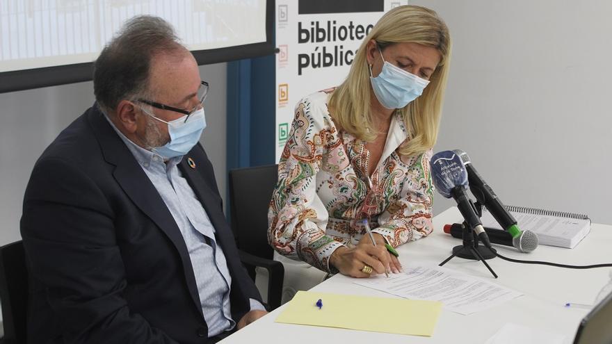 La viuda de Antonio Garrido Moraga dona más de 14.000 libros del fallecido profesor a Alhaurín de la Torre