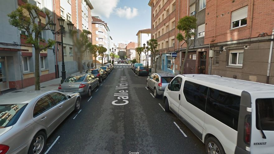 Rescatan a una niña de tres años que se escapó de casa disfrazada al amanecer en Oviedo