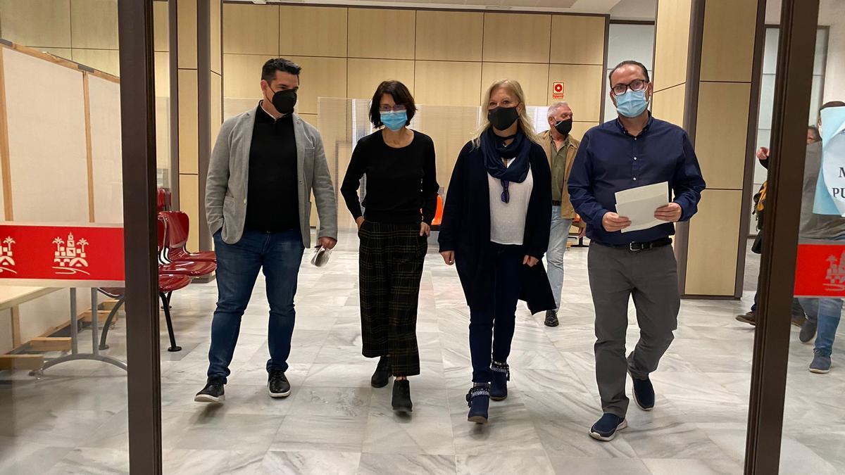 Los concejales de IU y Podemos Pedro García, Amparo Pernichi, Cristina Pedrajas y Juan Alcántara.