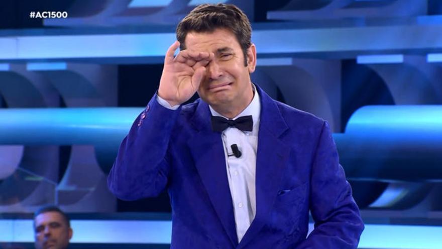 Las lágrimas de Arturo Valls tras la sorpresa que le dio su padre en 'Ahora Caigo'