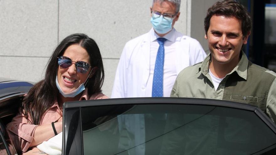 Malú y Albert Rivera están de celebración: su hija Lucía cumple un mes