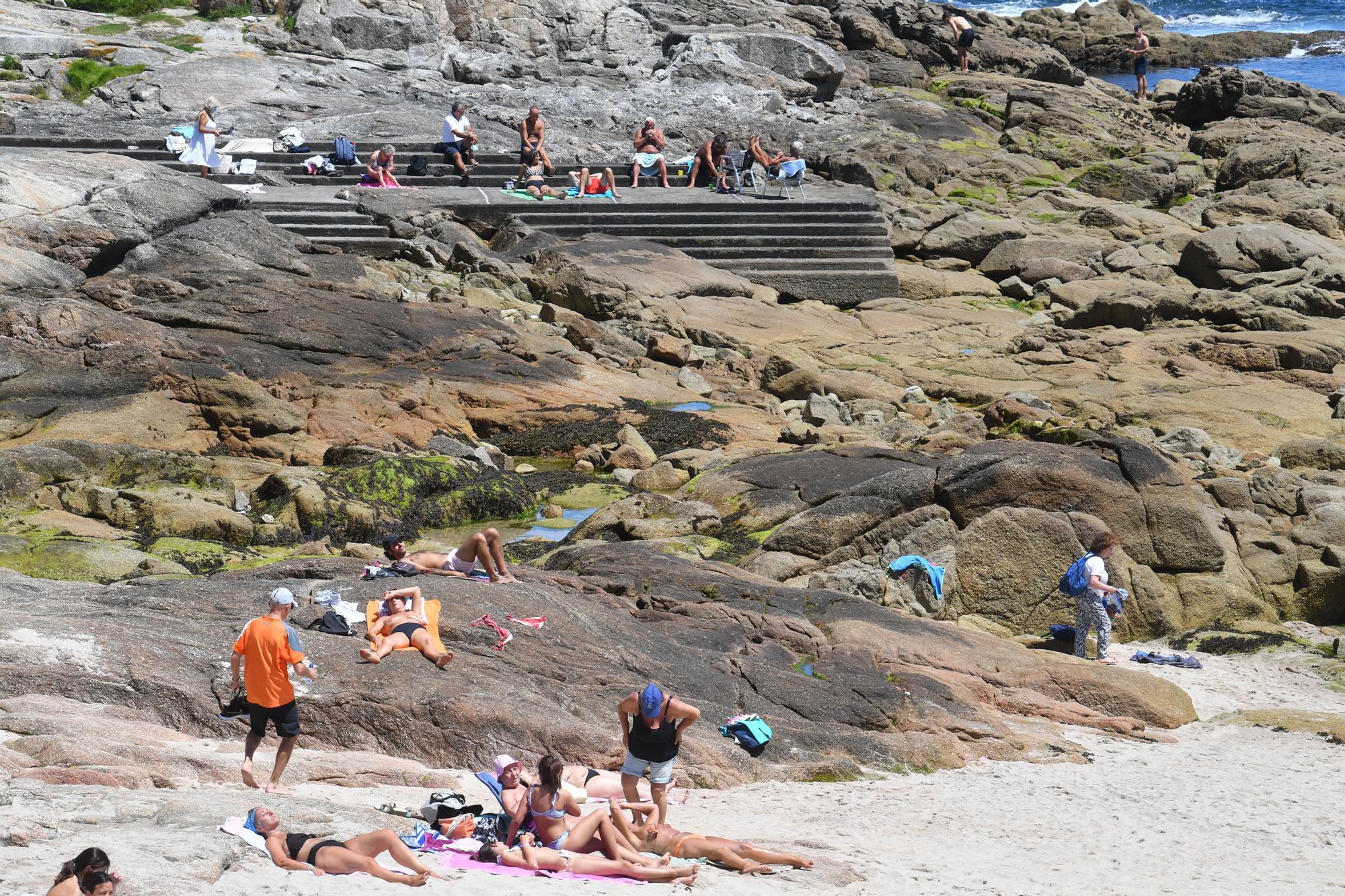 Las altas temperaturas llenan las playas de A Coruña