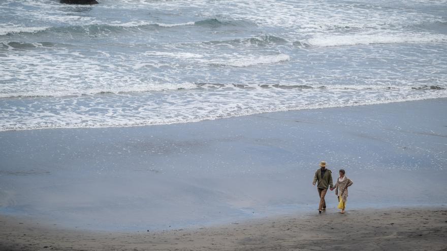 El mal tiempo vacía las playas de Anaga