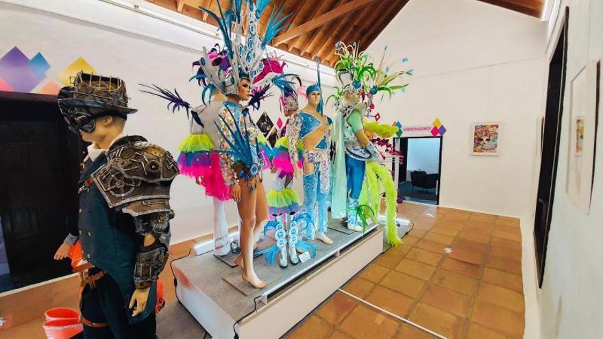 Yaiza mima y alaba a sus carnavaleros