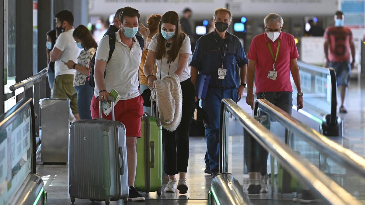 Aena suma 60 millones de pasajeros hasta agosto, un 68% menos que en 2019.
