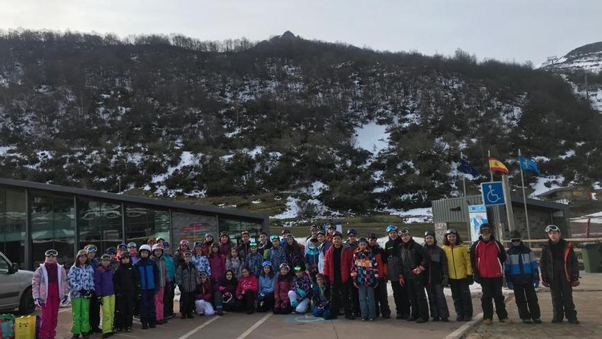 Cincuenta alumnos del Liceo Mierense disfrutaron este año de la Semana Blanca