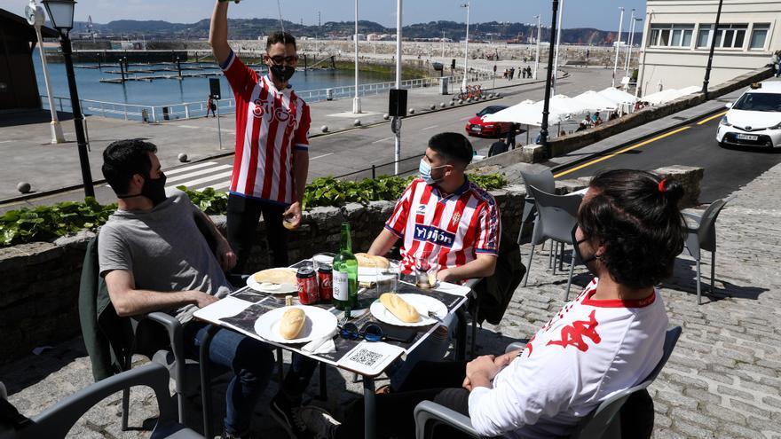 El ambiente del derbi en Gijón: La afición ve peligrar el play-off