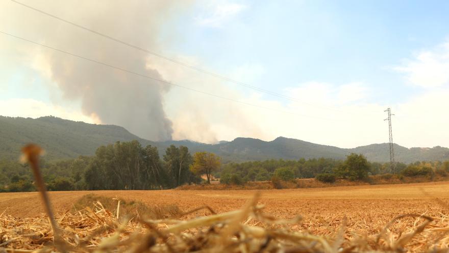 """""""El foc ha envoltat el municipi i ha cremat el castell emblemàtic, el paisatge ha desaparegut"""", diu un regidor de Bellprat"""