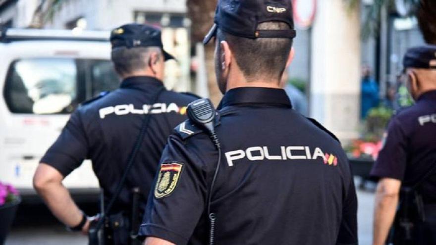 La Policía desaloja en Canarias una habitación de un hotel, donde se celebraba una fiesta sin acatar la normativa COVID-19