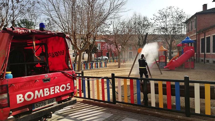 """Toro desinfecta los parques infantiles """"cada dos días"""""""