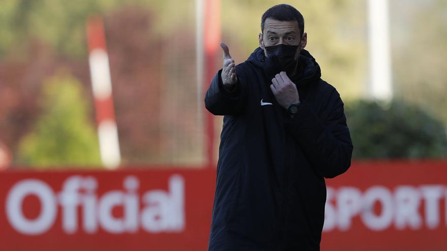 """Sergio Sánchez, entrenador del Sporting B: """"Tenemos que encadenar cuatro victorias para salir de abajo"""""""