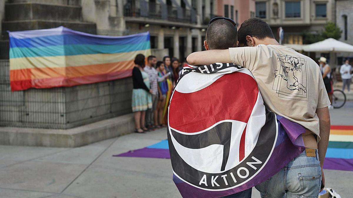 Girona: concentració de les entitats per la diada de l'alliberament LGTBI+ | ANIOL RESCLOSA