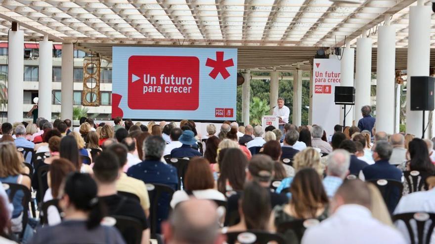 """Ximo Puig celebra un acto en Alicante por el segundo año de mandato bajo el lema """"Un futuro para crecer"""""""