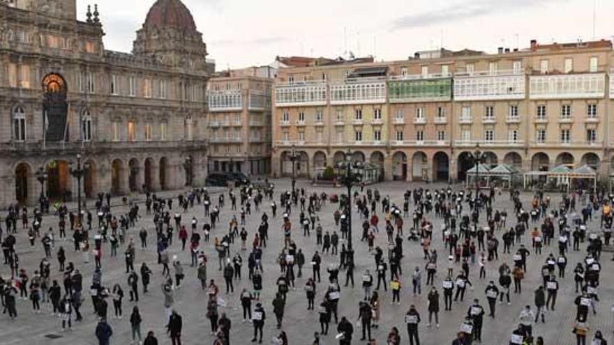 Los hosteleros coruñeses se manifiestan de nuevo hoy en la plaza de María Pita