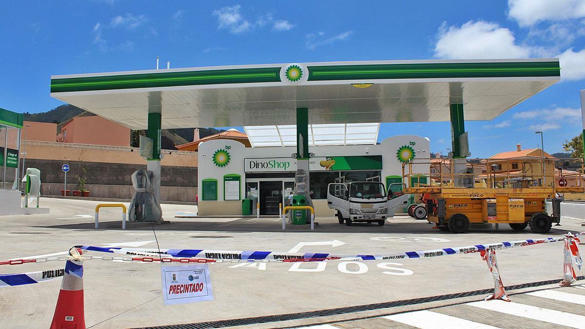 La gasolinera de Las Toscas cuando fue precintada.